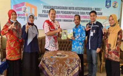 SMKN 1 Sijuk Jalin Kerjasama Program Gerbang Menulis dengan SMAN 1 Manggar