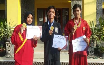 iga Siswa SMA Negeri 1 Manggar Raih Tiga Emas di Kejuaraan Pencak Silat IPSI