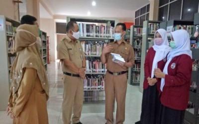 Hari Literasi Internasional, SMA Negeri 1 Manggar Serahkan Buku Karya Siswa ke Perpustakaan